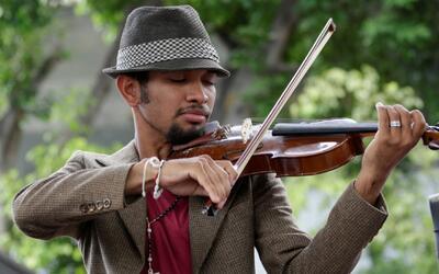 El violinista de las protestas en Venezuela realiza un concierto llamado...