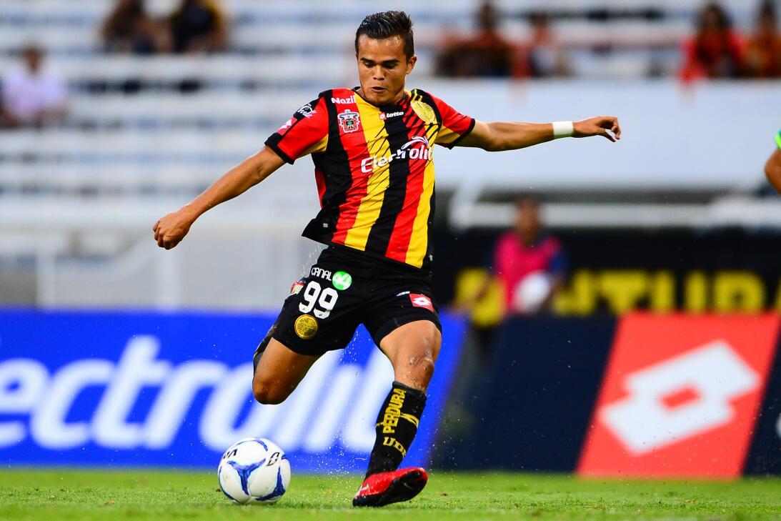 Daniel Guzmán y Daniel Guzmán Jr.: Guzmán Jr. juega también como delante...