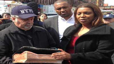 Hallan una Biblia intacta entre los escombros de la explosión en Nueva York