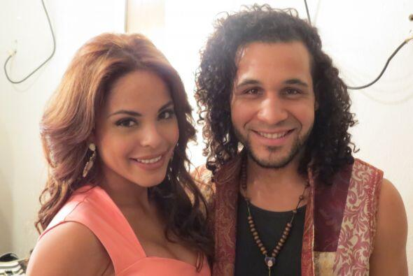 Frank Francisco con Yesenia Hernández backstage.