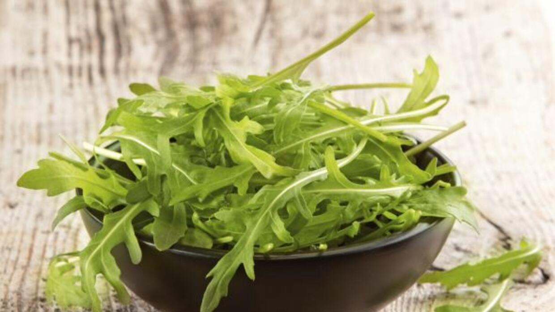 Descubre todos los beneficios de comer arúgula en una ensalada.