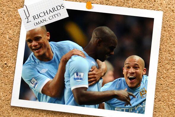 La zaga comienza con el inglés Micah Richards del Manchester City.
