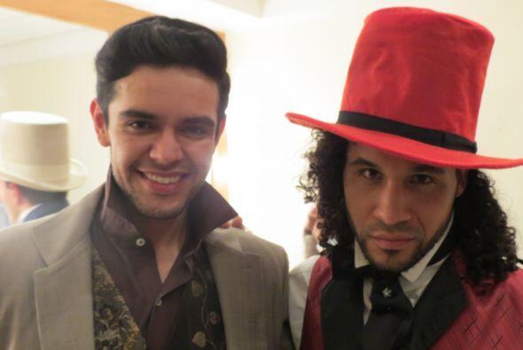 "Frank Francisco con Espiridión listos para el número de ""The Boxtrolls""..."