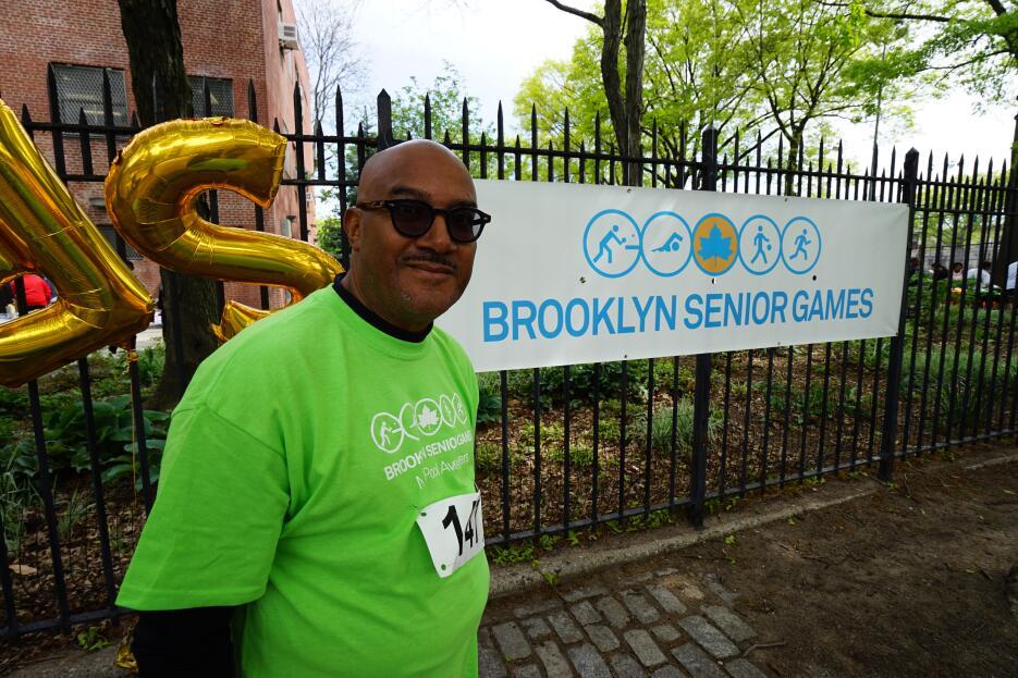 Seniors  se toman Brooklyn DSC09747.jpg