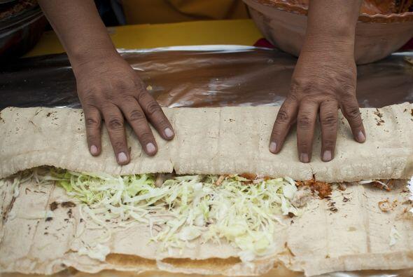 Un cocinero preparó un taco (comida típica mexicana) de 134.186 pies (40...