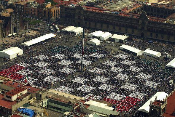 En el 2006 el Zócalo, principal plaza de la Ciudad de México, se cuadric...