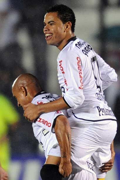 """Dentinho fue al autor de uno de los goles del """"Timao"""", el otro lo anotó..."""