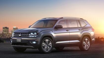 """<h3 class=""""cms-h3-H3"""">9. Volkswagen Atlas</h3><br/>La nueva y espaciosa crossover de tres filas de asientos de Volkswagen fue concebida y diseñada con el mercado estadounidense en mente. Sus dueños reportaron a Consumer Reports problemas en su sistema de control climático, así como ruidos, fugas y problemas menores en su transmisión."""