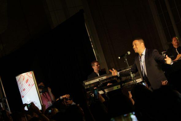 Victor Manuelle en el Latin Grammy Acoustic Sessions en Dallas
