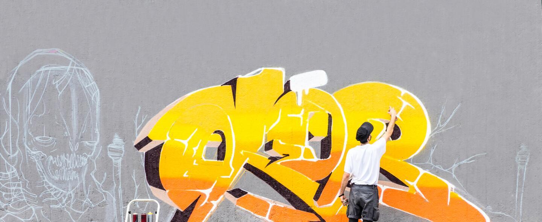 Comparamos a los artistas empleados con los independientes. Los Ángeles...