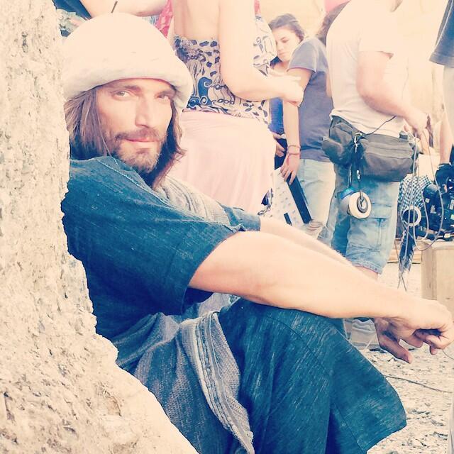 Julián Gil se encuentra filmando 'Santiago Apóstol' en España.