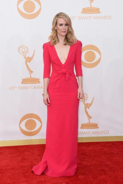 El rojo fue uno de los protagonistas de la noche. Sarah Paulson se unió...