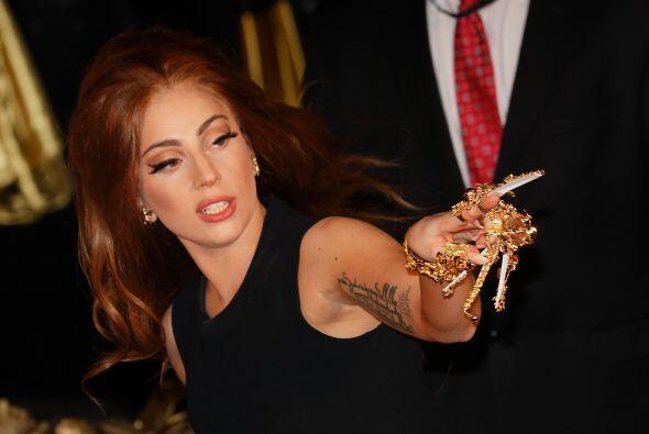 2. Lady Gaga  Ganancias netas: $80 millones.  Presencia en radio y tv: 7...