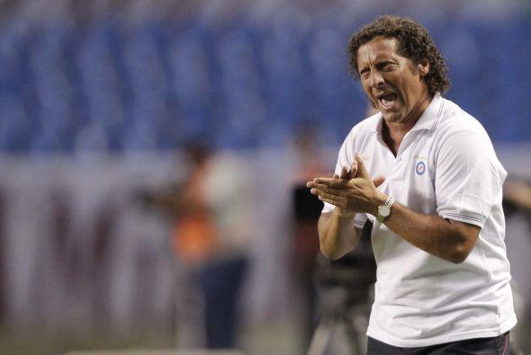 El entrenador de Argentinos, Pedro Troglio, festejando uno de los goles....