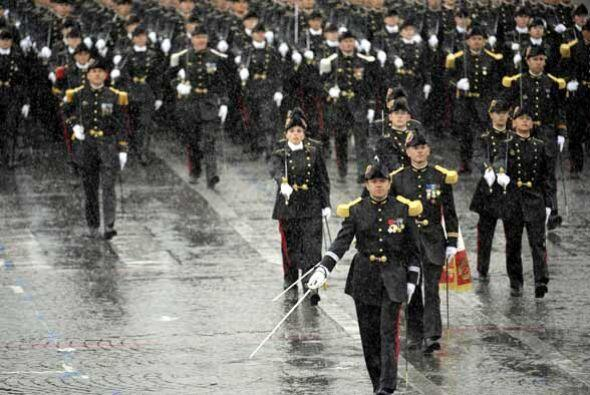 Las unidades militares hicieron el tradicional recorrido desde el Arco d...