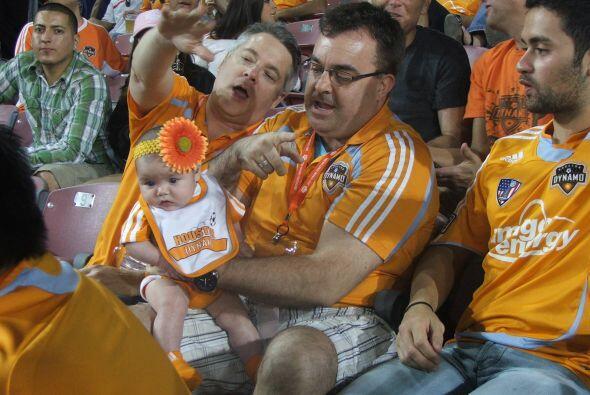 Pero eso no desanimó a los fans naranjas que gritaron por su equipo hast...