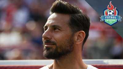 Claudio Pizarro regresa a Bremen para terminar su carrera