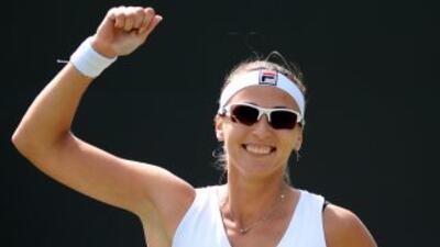 Yaroslava Shvedova celebra su triunfo aplastante sobre Sara Errani.