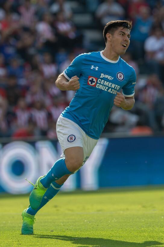 ¡Funcionó la Bruja! Cruz Azul venció 2-1 a Chivas Francisco Silva celebr...