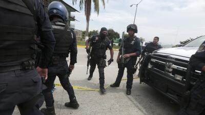 Policías en Guerrero responden a un llamado tras un enfrentamient...