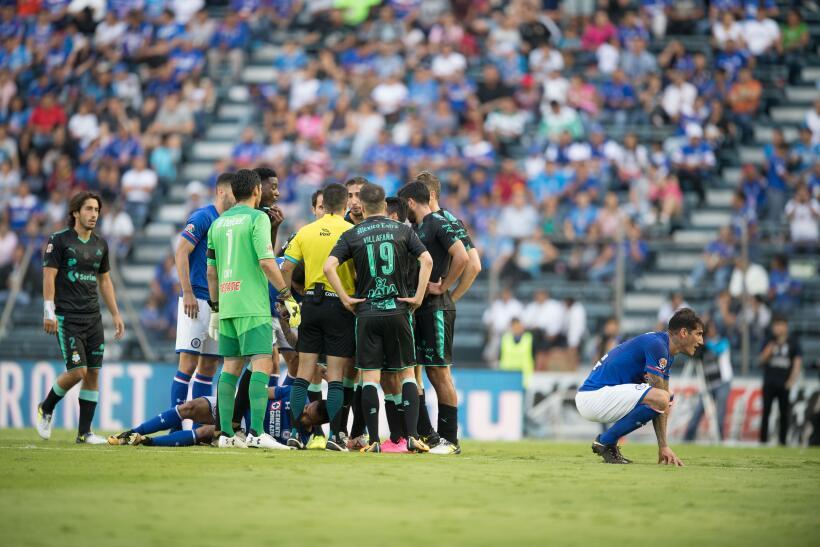 Remontada y golazos: Cruz Azul venció 2-1 a Santos y mantiene su invicto...