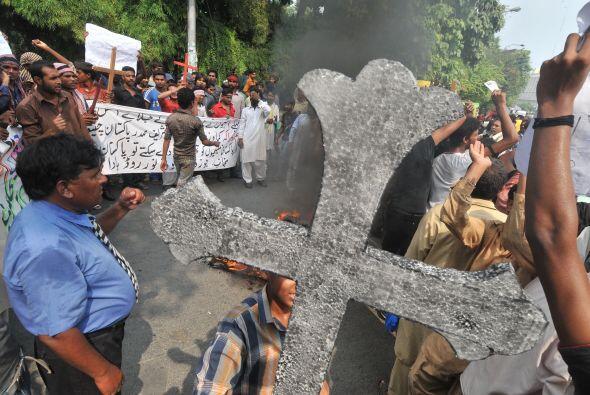 Pakistán amaneció conmocionado por la peor matanza cometida por los tali...