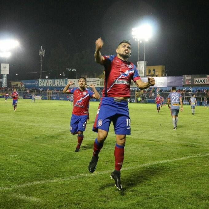 (Liga Nacional) Xelajú [2]-2 Municipal: César Morales llegó a 7 goles lu...