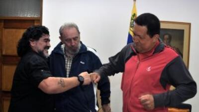 Al tiempo que se dio la noticia del regreso de Chávez a Caracas, tras re...