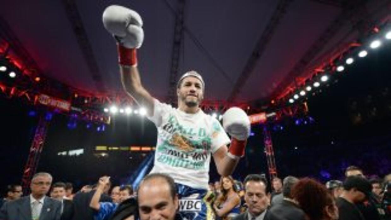 Jhonny González ganó el título pluma del CMB.