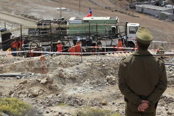 Por otra parte, los mineros conversaron en privado con sus familiares, a...