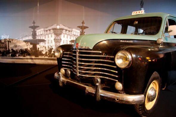 Taxi 85 Renault Colorale 1951 La firma Renault lanzó la serie Colorale e...
