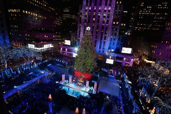 El árbol de Navidad del Rockefeller Center encendió  sus l...