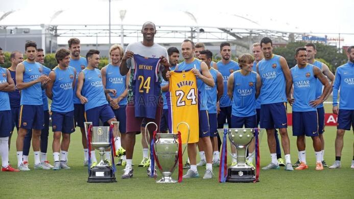 La camiseta que recibió Kobe Bryant