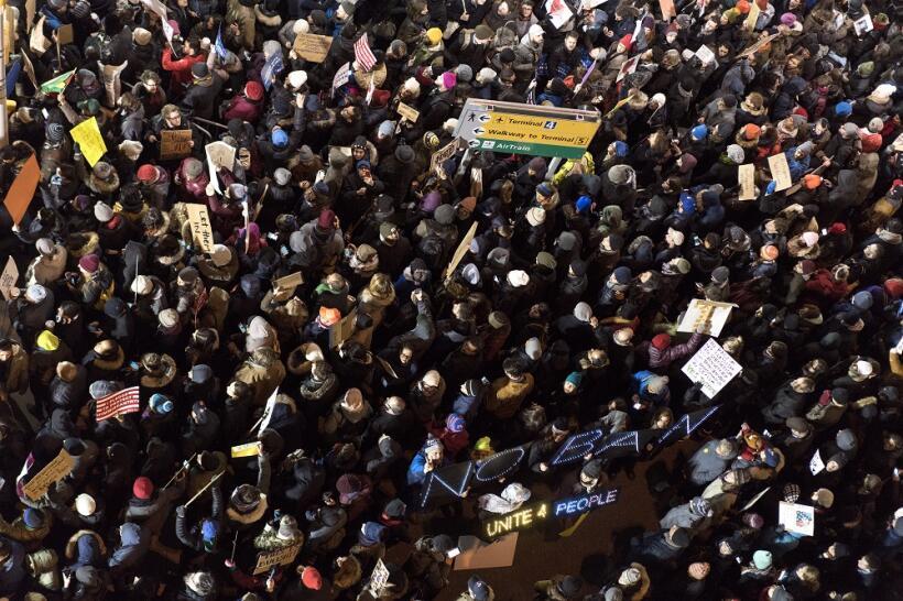 Imagen aérea de la manifestación para protestar por el veto aprobado por...