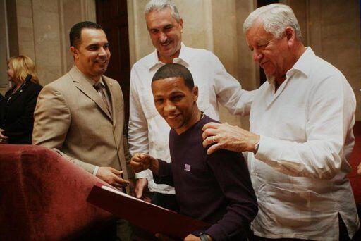Fue exaltado también el ex campeón de la Organización Mundial de Boxeo,...