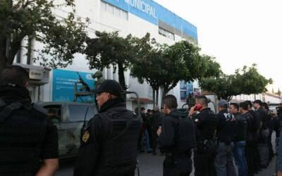 Momento del operativo del desarme de la Policía Municipal de Tlaq...