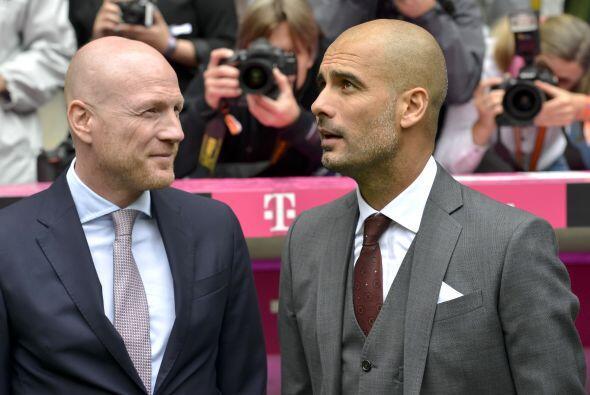 Aquí se le ve junto a Matthias Sammer, director deportivo del Bayern.
