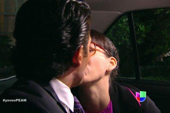 Kika Edgar también le dio sus besotes en esta historia. ¿Se ven lindos j...