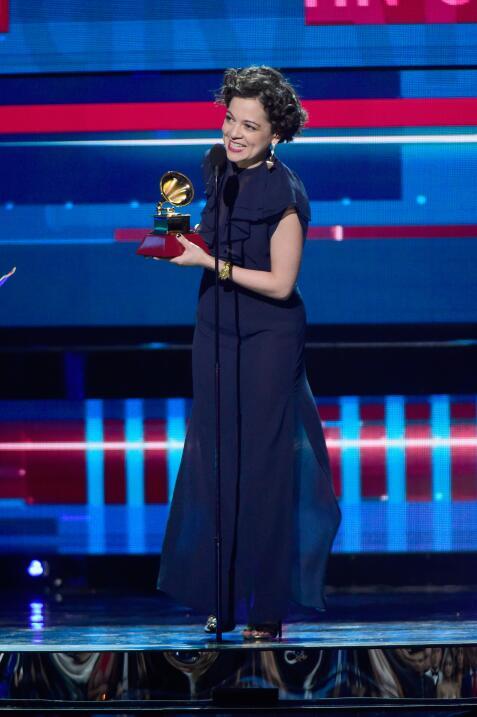 Natalia Lafourcade se llevó el premio a Mejor Canción del Año por su tem...