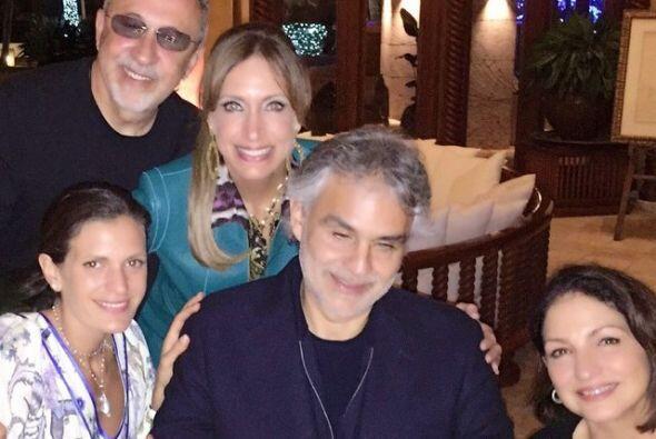 Estuvo acompañada por Gloria y Emilio Estefan, pero también por el canta...