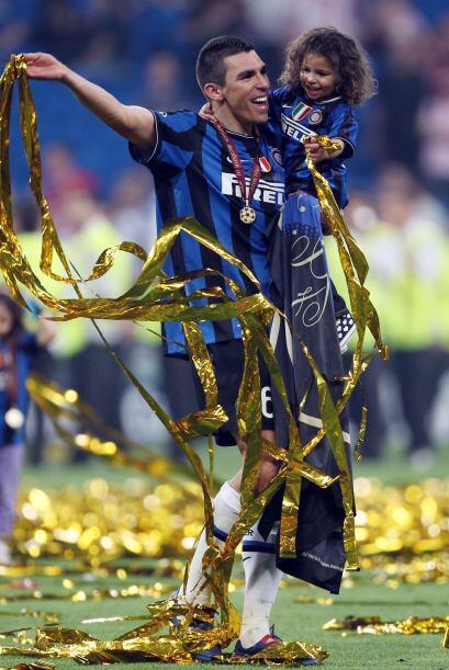 No pudo faltar una verdadera celebración al estilo brasileño para Lúcio.
