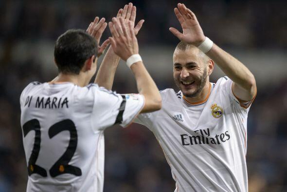 Karim corrió a agradecer a Ángel Di María, el argentino que tuvo un exce...