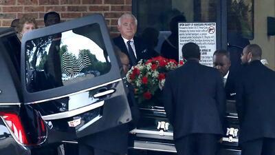 Dan el último adiós al joven que murió a manos de una oficial de policía de Dallas