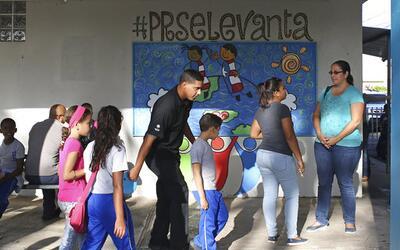 Las clases están volviendo a la normalidad en Puerto Rico luego d...