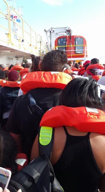 En medio del desalojo del ferry que se incendió la mañana del miércoles...