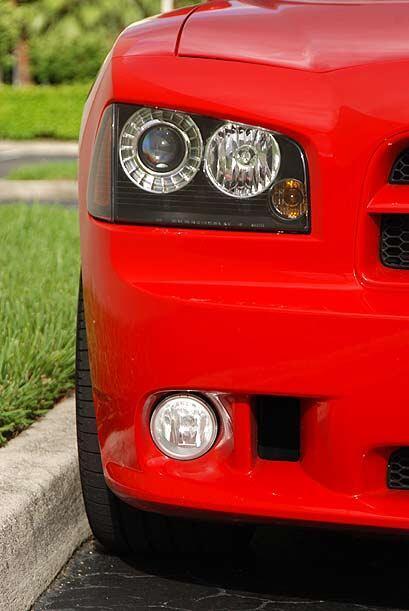 Los faros de doble foco le imprimen cierta cara de malo al frente del auto.