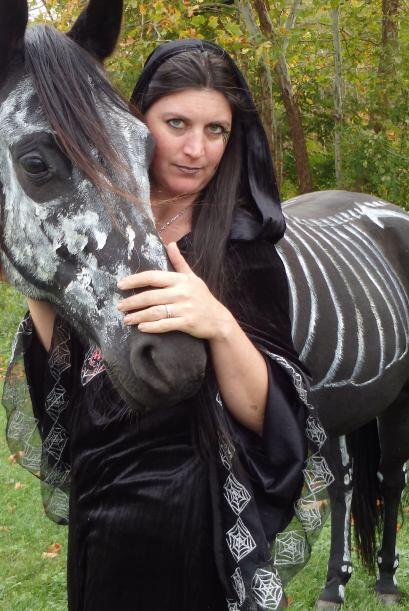 Sandy Cramer y su caballo Raven se han convertido en toda una celebridad...