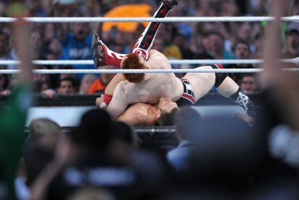 Sheamus, el rey de la sumisión, no necesitó mucho para mantener a Bryan...