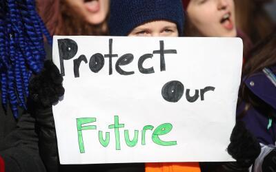 """""""Protejan nuestro futuro"""" pide este niño durante la Mar..."""