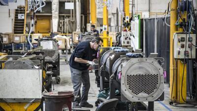 Un empleado en una de las fábricas de la compañía en Francia.